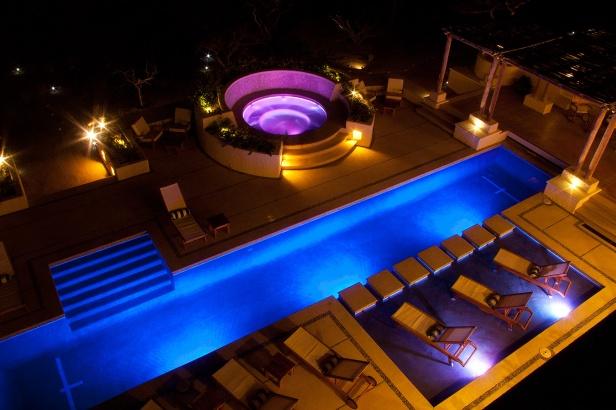 gallery_pool_hot_tub_night