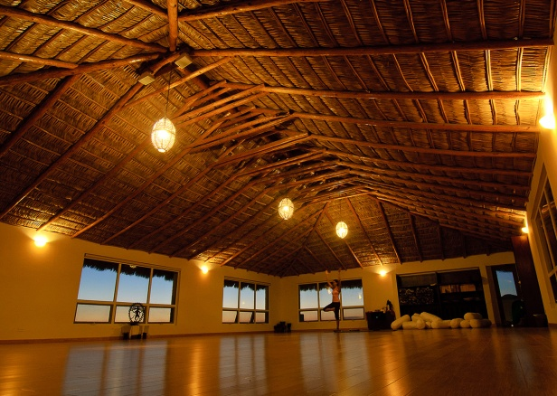 gallery_yoga_sun_studio_night